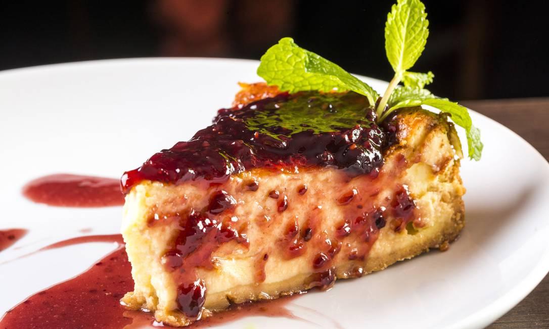 Restô. Cheesecake com cobertura de geleia de frutas vermelhas (R$24) Frederico de Souza - F I L I C O / Divulgação