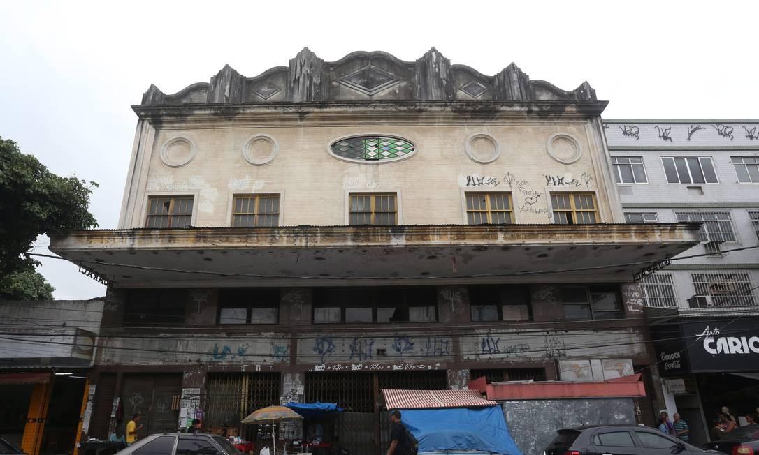 Cine Guaraci. Um grupo de moradores luta para transformar o espaço, fechado há mais de 20 anos, em um centro cultural Foto: Custódio Coimbra / Agência O Globo