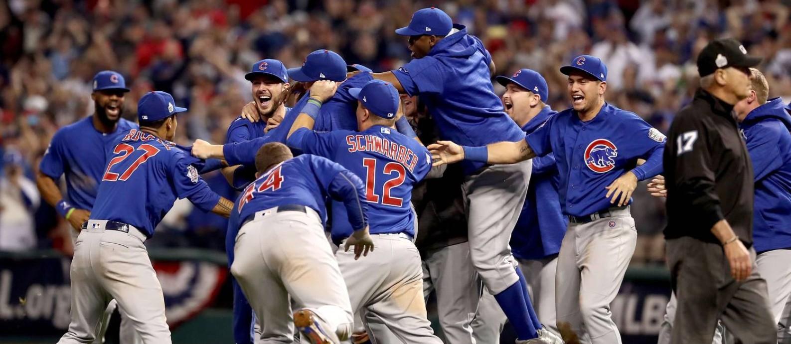 O Chicago Cubs comemora a conquista da MLB, encerrando um jejum de 108 anos Foto: ELSA / AFP