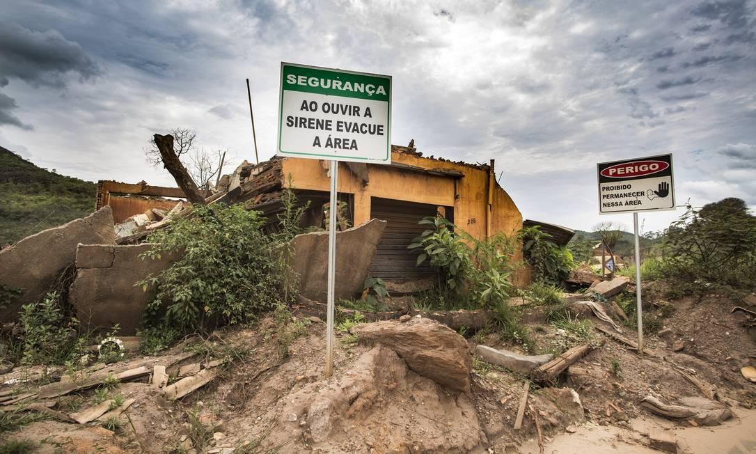 O distrito de Bento Rodrigues foi totalmente destruído e coberto pela lama de resíduos da mineiradora Samarco Foto: Ana Branco / Agência O Globo
