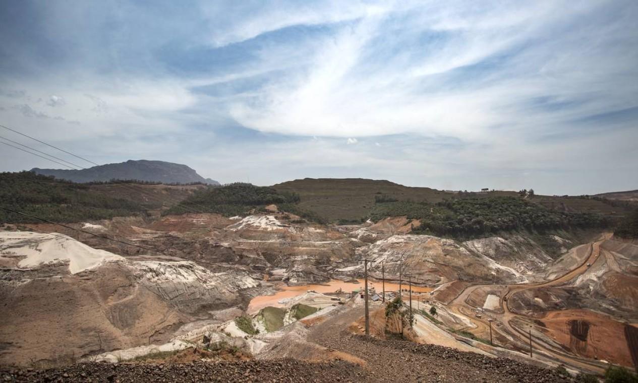 Recuperar é possível, mas complexo. Remover a lama não é uma opção em muitos casos Foto: Ana Branco / Agência O Globo