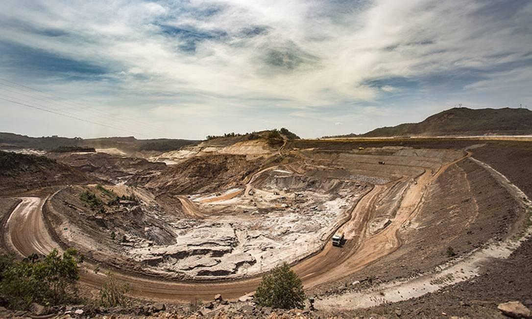 A destruição ainda está presente um ano após o rompimento das barragens de Fundão e Santarem, em Mariana (MG) Foto: Ana Branco / Agencia O Globo