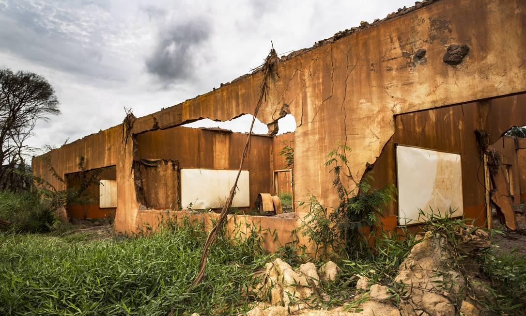 Construções destruídas permanecem em ruínas um ano depois da tragédia em Minas Gerais Foto: Ana Branco / Agência O Globo