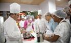 Cozinha Mão na Massa: Christophe Lidy e Frédéric Monnier revelaram segredos da culinária francesa Foto: Adriana Lorete / Agência O Globo