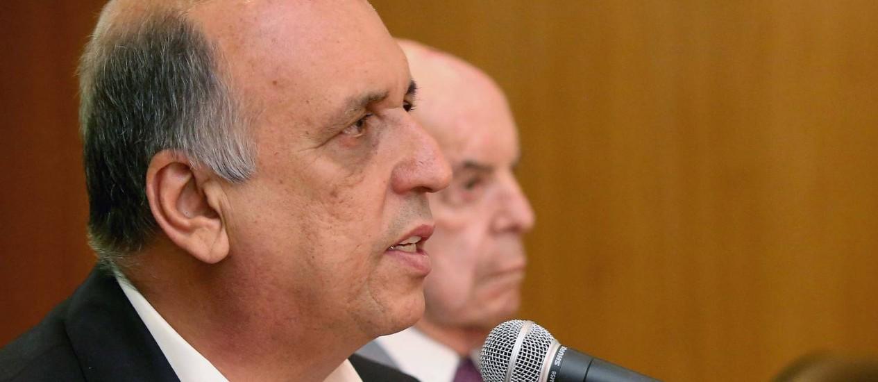 O governador Pezão e o vice Dornelles explicaram as medidas durante entrevista coletiva Foto: Divulgação / Carlos magno