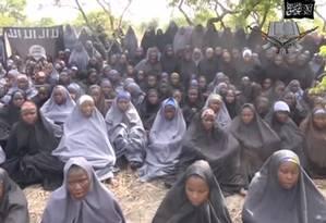 Meninas sequestradsa pelo Boko Haram aparecem em vídeo divulgado pelo grupo extremista Foto: REUTERS TV / REUTERS