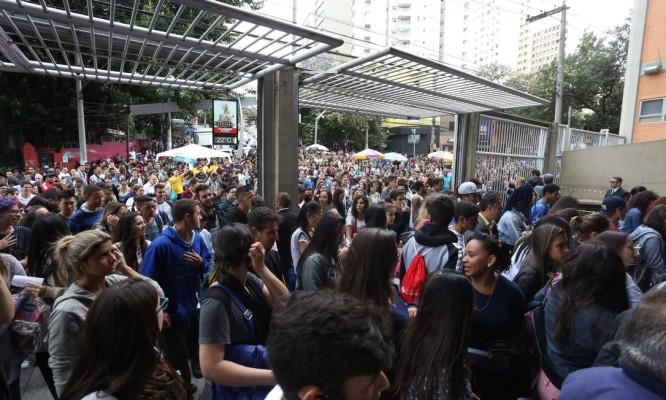Abertura dos portões em escola de São Paulo Foto: Agência O Globo