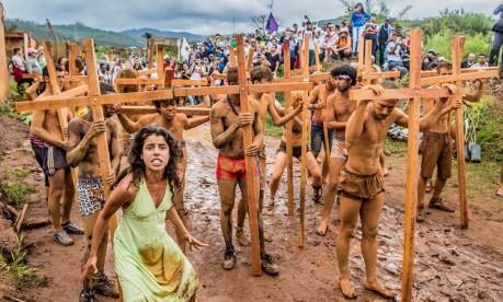 Moradores fazem protesto em Bento Rodrigues para relembrar um ano do rompimento da barragem da Samarco Foto: Movimento dos Atingidos por Barragens (MAB)