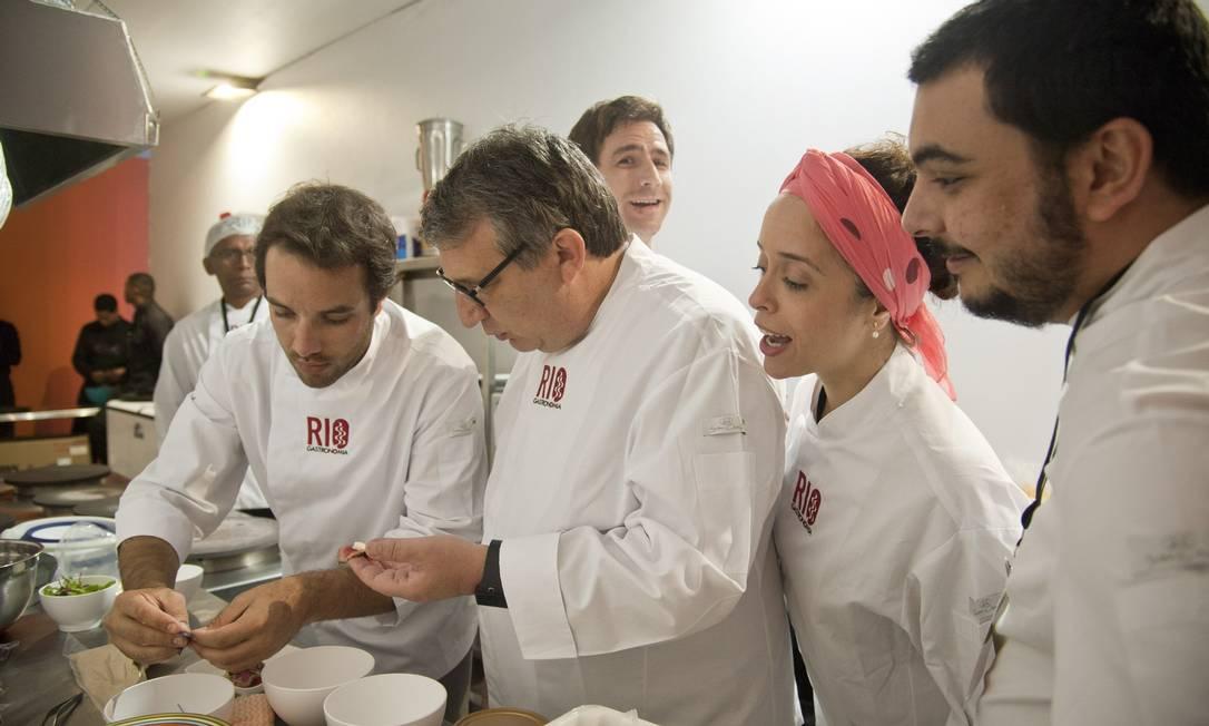o chef Roland Villard reviveu seus tempos de Le Pré Catelan muito bem acompanhado Agência O Globo