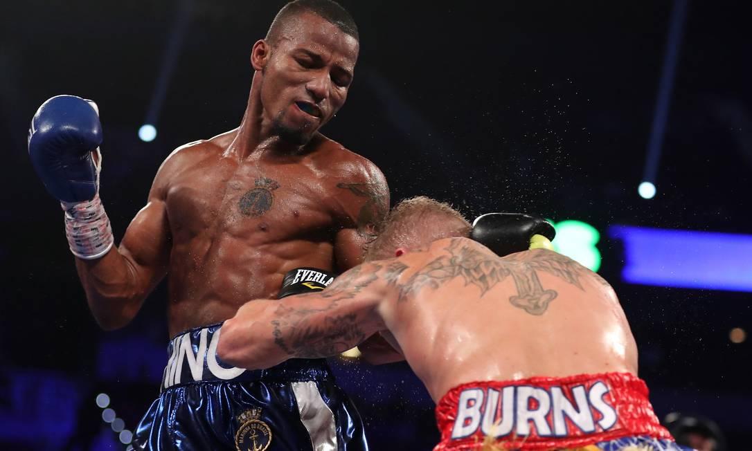 Campeão olímpico no Rio em 2016, Robson Conceição golpeia Clay Burns em sua primeira luta como profissional no boxe: vitória do baiano por decisão dos juízes Christian Petersen / AFP
