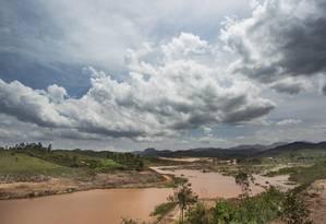 O distrito de Bento Rodrigues continua tomado pela lama um ano após o rompimento da barragem de rejeitos de minério da Samarco Foto: Ana Branco / Agência O Globo
