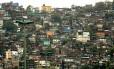 A Favela da Rocinha, onde, segundo associações, vivem cerca de 200 mil pessoas: donos de bares, restaurantes e biroscas denunciam que foram ameaçados por bandidos