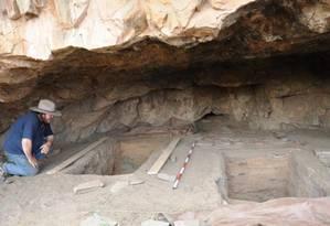 O arqueólogo Giles Hamm no local da escavação, na região interior da Austrália Foto: Giles Hamm/Universidade La Trobe