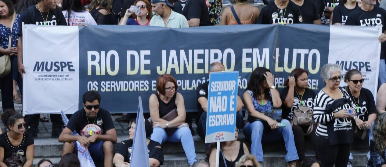 Bloqueio das contas do estado suspende pagamento dos servidores Foto: Agência O Globo