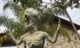A estátua do caboclo d'água, monstro folclórico do Gualaxo do Norte, sobreviveu à lama, mas sumiu da cidade