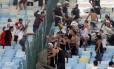 Torcedores do Corinthians que se envolveram numa briga no Maracanã durante a partida contra o Flamengo