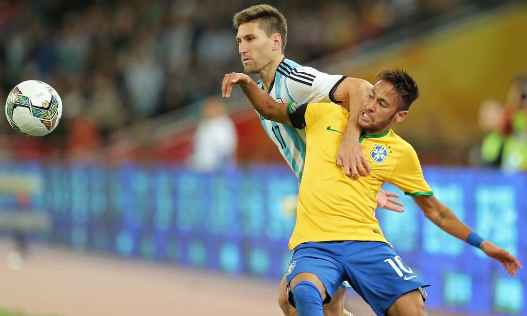 Em outubro de 2014, vitória do Brasil por 2 a 0 sobre a Argentina, no Ninho do Pássaro, em Pequim. Em jogo, o Superclássico das Américas, em partida única, e a seleção brasileira campeã. Os gols foram de Diego Tardelli, e Neymar teve atuação discreta Heuler Andrey / Mowa Press