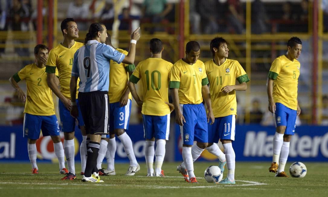 Em 3 de outubro de 2012, o jogo que não houve. A Argentina decidiu jogar contra o Brasil em Rsistência, na provícia de Chaco, a 950 Km a norte de Buenos Aires. Instantes antes de a bola rolar a luz apagou no estádio e não voltou mais. O jogo foi cancelado JUAN MABROMATA / AFP