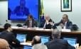 Sessão da comissão especial para discutir a Reforma Política na Câmara dos Deputados. Na mesa, o presidente da comissão, deputado Lúcio Vieira Lima (PMDB-BA), e o deputado Vicente Cândido (PT/SP)