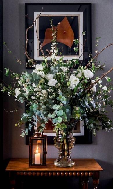 Sejam naturais, sejam secas, as flores dão um toque elegante ao ambiente Editora Globo / Cacá Bratke