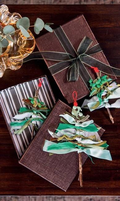 Invista nos embrulhos de presentes personalizados. Eles vão fazer seus convidadoes se sentirem especiais Cacá Bratke / Editora Globo