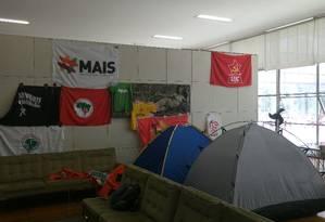 No campus do Fundão da UFRJ, estudantes montaram acampamento na reitoria Foto: Gabriel Cariello