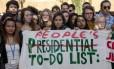 Estudantes americanos fazem manifestação na COP-22 contra a eleição de Trump, vista como um 'desastre'