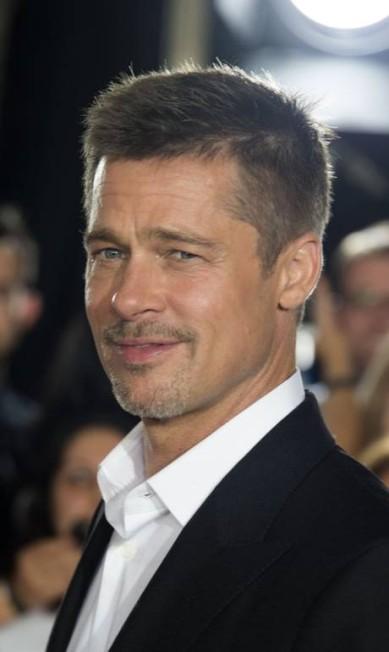 No momento, Brad Pitt está envolvido com a briga pela guarda dos filhos. Os últimos boatos dão conta de que Angelina teria a guarda, e ele, visitas monitoradas.Segundo alguns veículos da imprensa americana, Brad já foi inocentado de acusações de abuso infantil VALERIE MACON / AFP
