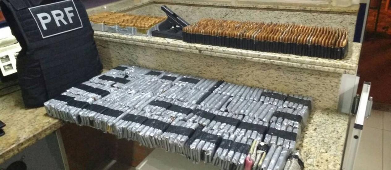 As 12.230 balas de fuzil foram levadas para Delegacia da PRF em Foz do Iguaçu Foto: Divulgação/PRF