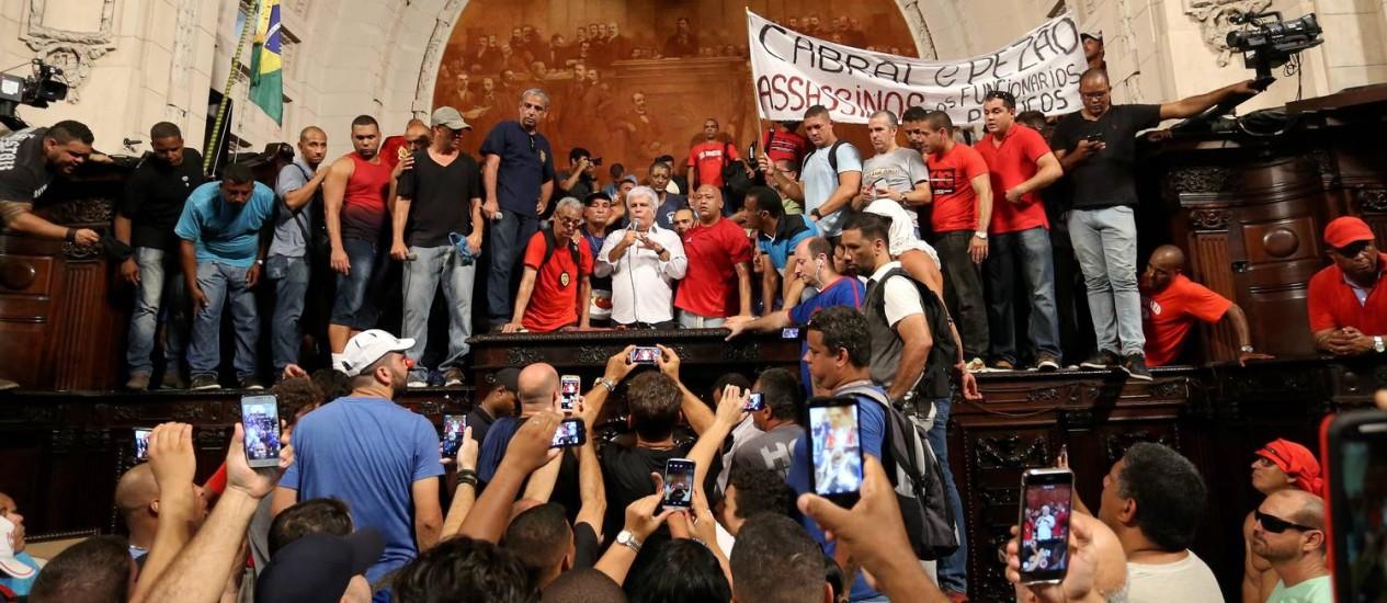 Funcionários da pasta de segurança protestaram contra pacote do estado Foto: Marcelo Theobald / Agência O Globo