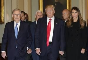 McConnell caminha pelo Capitólio com Trump, Melania e Pence Foto: YURI GRIPAS / AFP