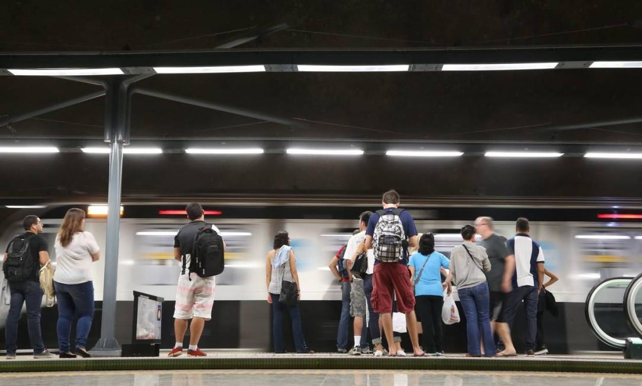 O movimento ainda limitado da Linha 4 às vezes instala um clima de paz e tranquilidade quase utópico. Foto: Custódio Coimbra / Agência O Globo