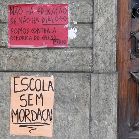 Estudantes ocupam escola contra MP do ensino médio e contra PEC 55 Foto: Agência O Globo