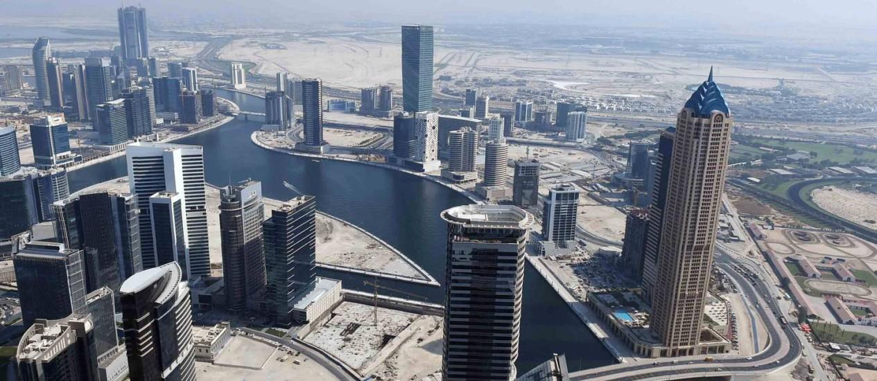 Recém-inaugurdo, o Dubai Water Canal liga o centro do emirado ao Golfo Périsco Foto: Sheikh Mphammed Bin Rashid Al-Maktoum / Divuglação/AFP
