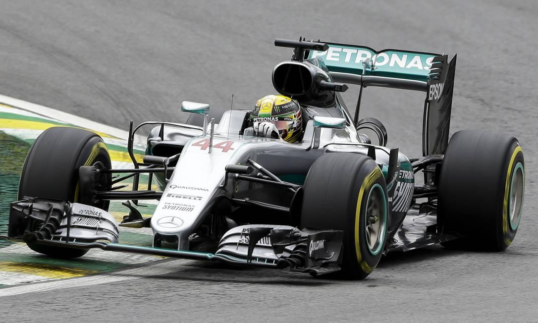 Hamilton é vice-líder do Mundial e precisa vencer a corrida para impedir o título antecipado do rival Ricardo Mazalan / AP