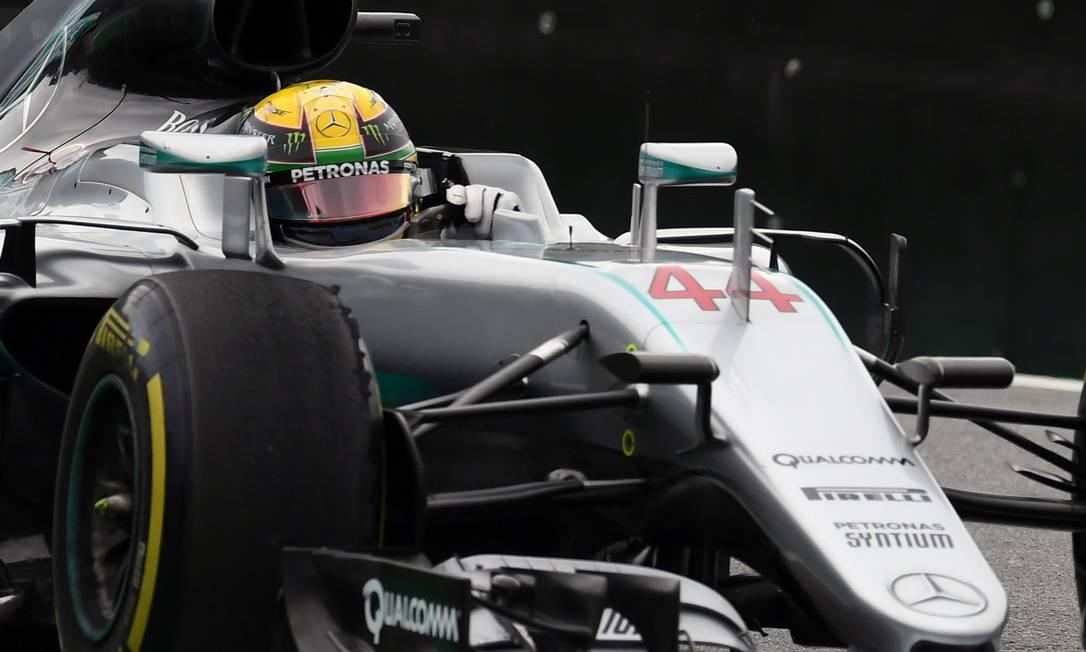 O inglês da Mercedes fez a pole position para a prova que será disputada neste domingo, em São Paulo VANDERLEI ALMEIDA / AFP