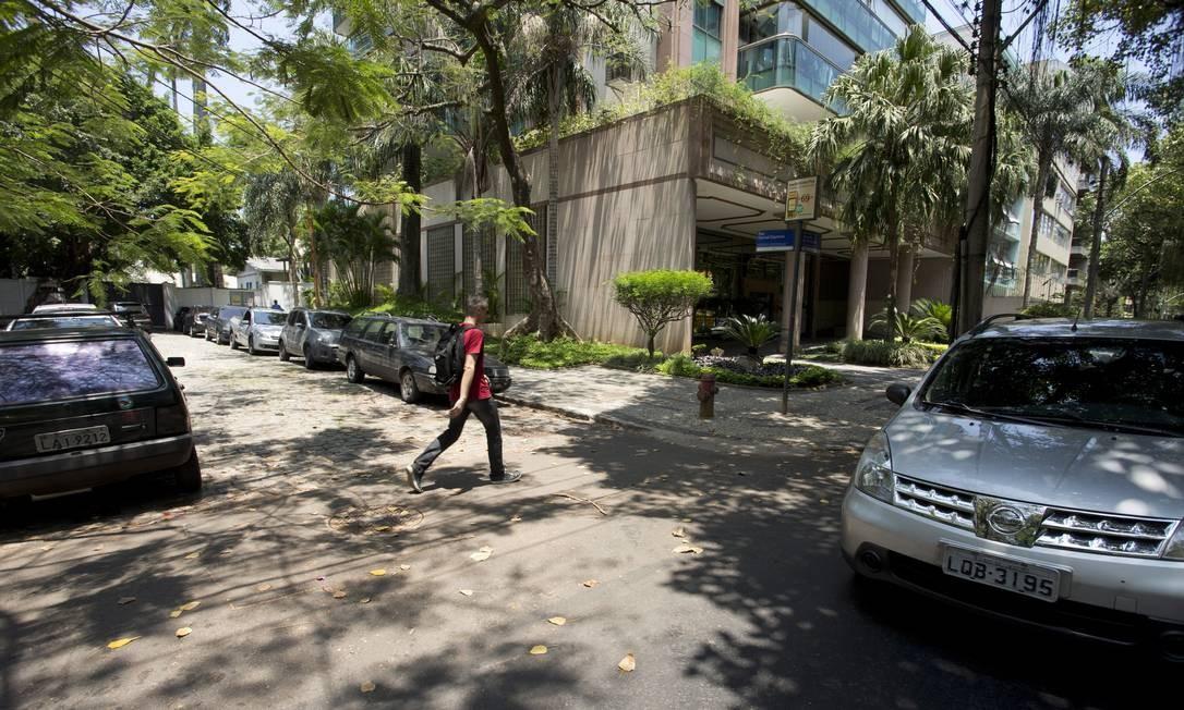 """Escolha da rua foi aprovada pela filha, Nana Caymmi: """"Sempre que passo por ali peço para o motorista diminuir a velocidade"""" Foto: Agência O Globo / Márcia foletto"""