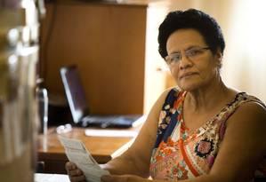 Aposentada, Vera Lucia de Souza foi surpreendida por um depósito na conta e cobranças do banco Foto: Monica Imbuzeiro