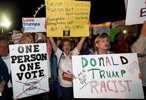 Manifestante protestam contra o presidente eleito, Donald Trump, em Las Vegas Foto: Ethan Miller / AFP