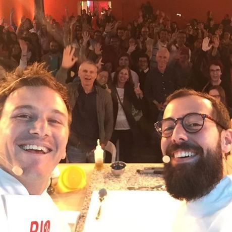 Pedro Siqueira, Marcelo Schambeck e o público da aula sobre a cozinha moderna gaúcha Foto: Reprodução Instagram