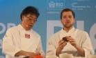 Satoshi Kaneco e Elie Hasky ensinam receita de lamen Foto: Adriana Lorete / Agência O Globo