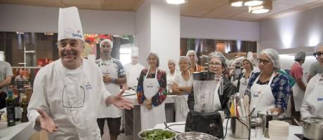 Danio Braga, da Locanda Della Mimosa encantou os participantes em aula da Cozinha Mão na Massa Foto: Agência O Globo