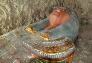 A múmia e o sarcófago foram encontrados em ótimo estado de conservação Foto: STRINGER / AFP
