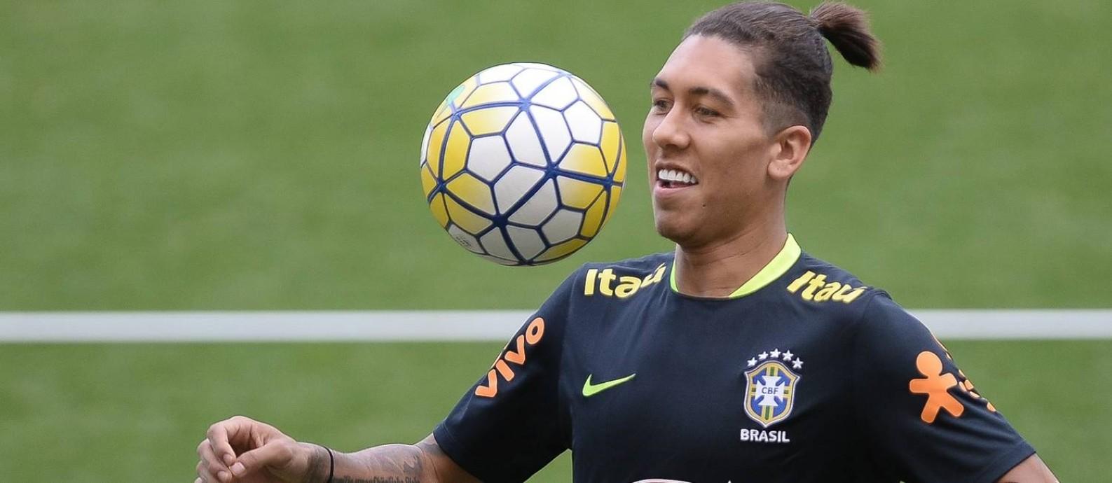 Firmino no treino da seleção. Atacante do Liverpool está vivendo a melhor fase na carreira Foto: Pedro Martins / MoWA Press