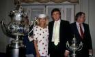 No Rio. Donald Trump, a primeira mulher Ivana e Stephen Hyde: homenageados com almoço no Jockey Club Foto: Manoel Soares 09/04/1989 / Agência O Globo