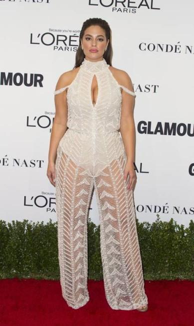 Só deu Ashley Graham no Glamour Women Of The Year Awards, nesta segunda-feira, na Califórnia. Com look transparente (e recorte estratégico), a top plus size brilhou no tapete vermelho do evento VALERIE MACON / AFP