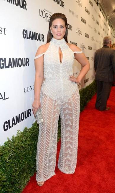 Cheia de curvas, Ashley Graham é a sensação da moda atualmente KEVORK DJANSEZIAN / AFP