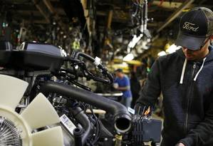 Conflito automotivo. Fábrica da Ford no Kentucky: diretor-executivo Mark Fields disse que tarifa de 35% sobre carros feitos no México prejudicaria os EUA Foto: Luke Sharrett / Bloomberg/Luke Sharrett