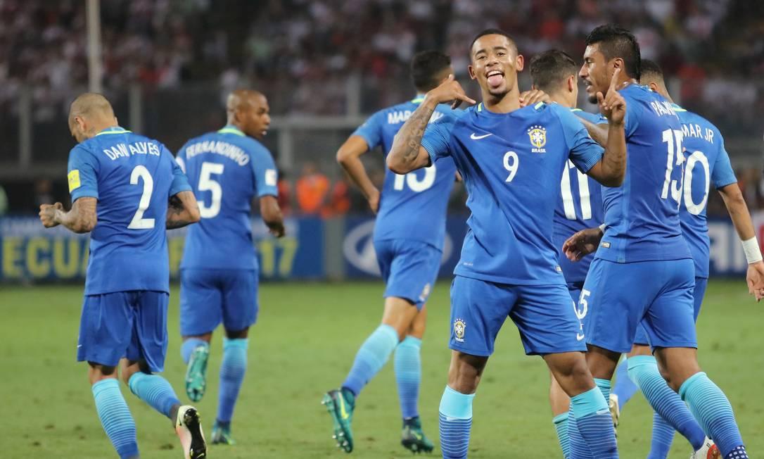 Gabriel Jesus comemora o primeiro gol do Brasil contra o Peru GUADALUPE PARDO / REUTERS