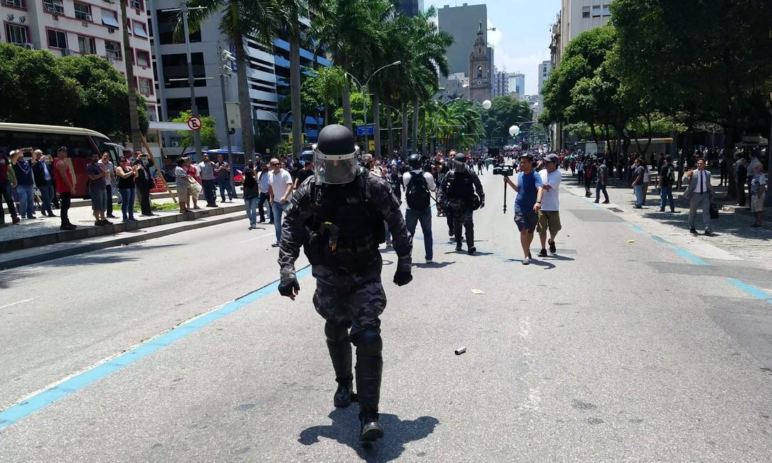 Policial abandona segurança da Alerj Foto: Julio Trindade / Eu-Repórter